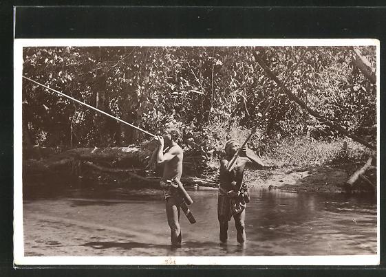 AK Asiatische Männer auf Vogeljagd mit Blasrohren