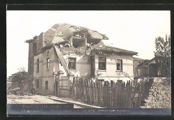 AK Plowdiw, Eingestürztes Hausdach nach dem Erdbeben 1928
