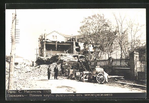 AK Plowdiw, Soldaten zwischen den Häuserruinen nach dem Erdbeben 1928