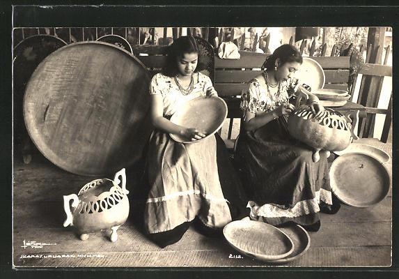 AK Frauen bei der Bemalung von Holzwaren