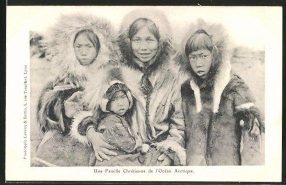 AK Eskimofamilie, Mutter mit Kindern