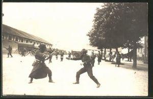 AK Infanteristen bei der Übung im Nahkampf