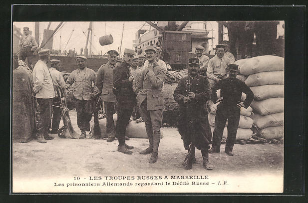 AK Marseille, Les Troupes Russes, Les prisonniers Allemands regardant le Defile Russe, Kriegsgefangene