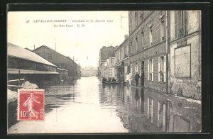 AK Levallois-Perret, Inondations de 1910, La Rue Cave, Strassenpartie bei Hochwasser