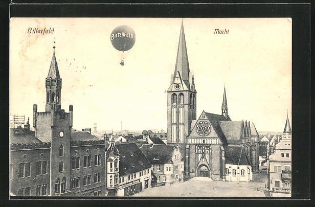 AK Bitterfeld, Marktplatz mit Ballon und Kirche