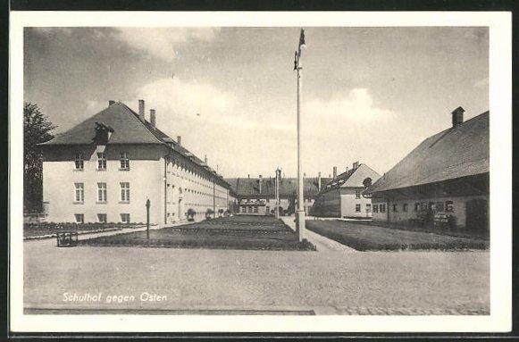 AK Triesdorf, Ackerbauschule - Schulhof gegen Osten