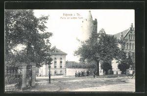 AK Pössneck / Thür., Strassenpartie am weissen Turm