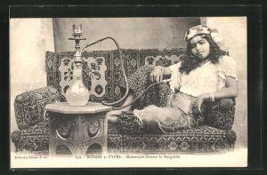 AK Scenes et Types, Mauresque fumant le Narghille, arabische Frau mit Wasserpfeife