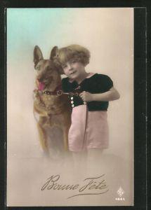 Präge-AK Mädchen mit Schäferhund