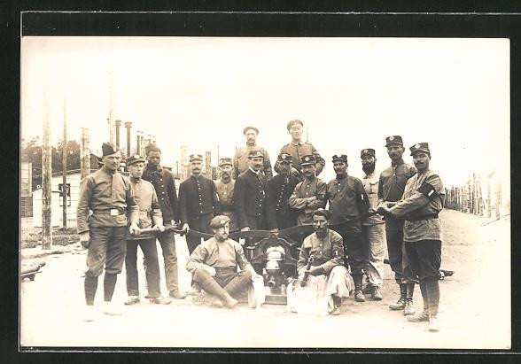AK Kriegsgefangene an einer Feuerwehrpumpe