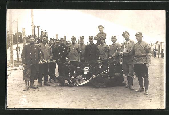 AK Kriegsgefangene um eine Feuerwehrpumpe