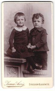 Fotografie James Aurig, Dresden-Blasewitz, Portrait Mädchen und Junge in bürgerlicher Kleidung