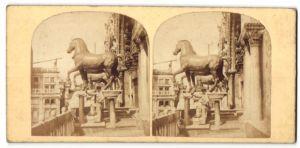 Stereo-Fotografie unbekannter Fotograf, Ansicht Venedig, The Bronze Horses of the Gate over St. Mark