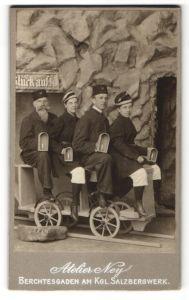 Fotografie Atelier Ney, Berchtesgaden, Bergleute mit Grubenlampe am Kgl. Salzbergwerk