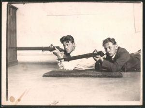 Fotografie Sportschützen-Scharfschützen mit Präzisionsgewehr, Sniper