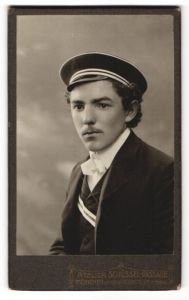 Fotografie Atelier-Schüssel-Passage, München, Portrait Student mit Mütze