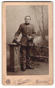 Fotografie J. Gieseler, Ingolstadt, Portrait Soldat mit Pickelhaube