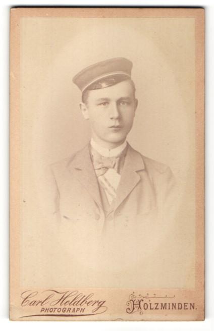 Fotografie C. Heidberg, Holzminden, Portrait Bursche mit Mütze, Corps, Student