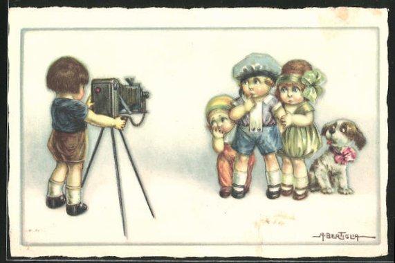 Künstler-AK A. Bertiglia: Kinder mit einem Fotoapparat