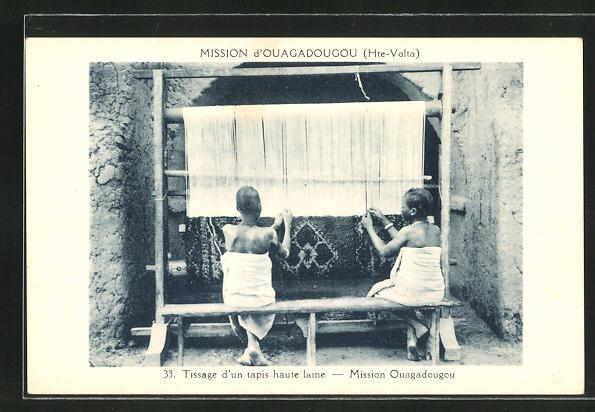 AK Junge Frauen weben ein Teppich am Webstuhl