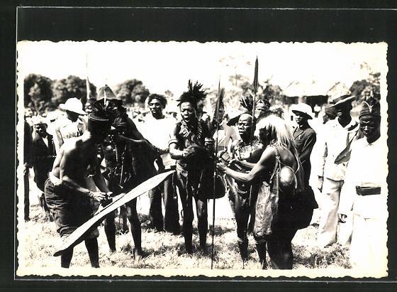 AK Afrikanische Männer in ritueller Kleidung