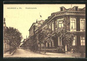 AK Neuwied a. Rh., Friedrichstrasse mit Gebäudeansicht