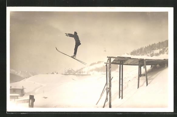 AK Skispringer nach dem Absprung vom Schanzentisch