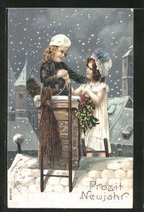 Präge-AK Schornsteinfegerjunge mit Mädchen auf dem Dach im Schnee, Neujahrsgruss