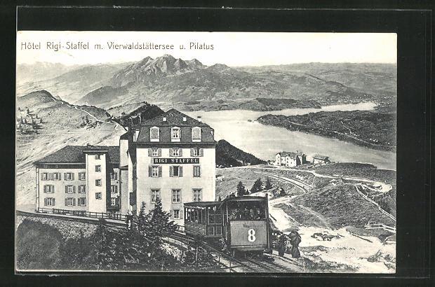 AK Vierwaldstättersee, Bergbahn passiert das Hotel Rigi-Staffel, Blick auf See und Pilatus