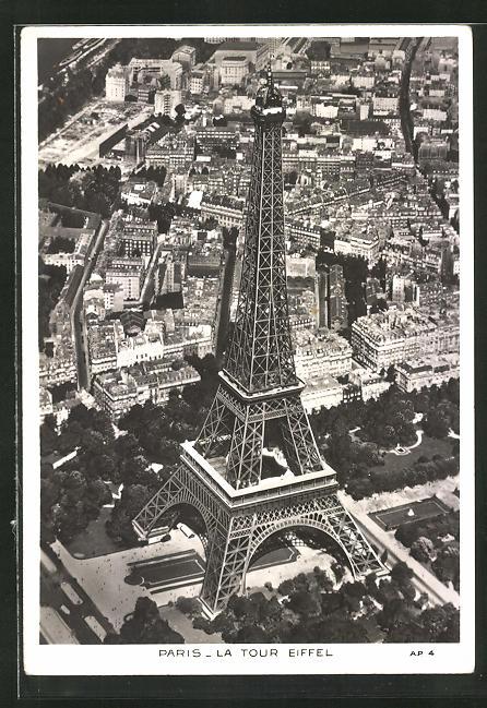 AK Paris, La Tour Eiffel, Sicht auf die Eiffelturm, Fliegeraufnahme