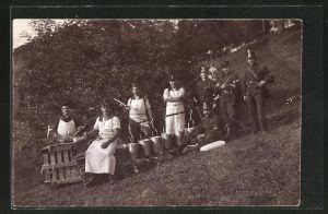 Foto-AK Schweizer Soldaten bei einer Feldküche