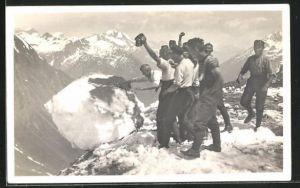 AK Schweizer Soldaten in den Bergen bei Schnee