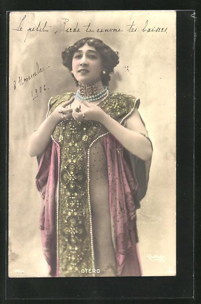 AK Portrait der Tänzerin Otero im Bühnenkleid