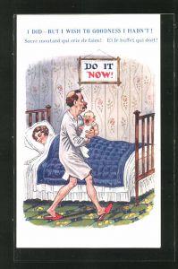 AK Frau im Bett und Mann mit Baby