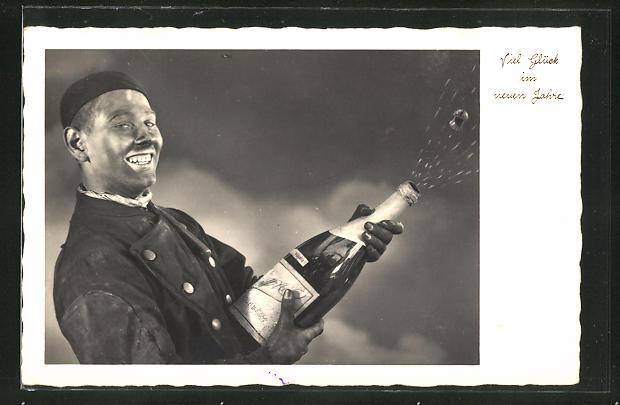 AK Schornsteinfeger mit Sektflasche wünscht Viel Glück im neuen Jahr