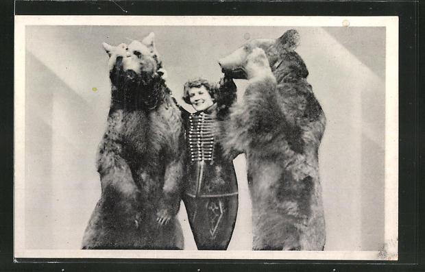 AK Circus Kapitän Alfred Schneider, Dompteuse Betty mit Bären