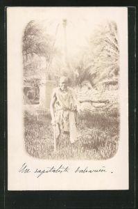 Foto-AK Alter Landstreicher auf einem Feld