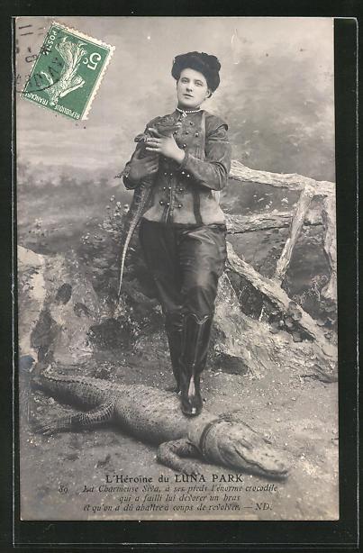 AK Dompteurin Siva mit ihren dressierten Krokodilen