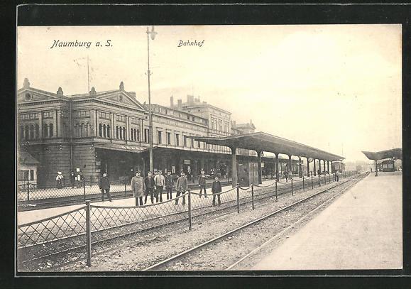AK Naumburg a. S., Bahnhof mit Bahnsteigen