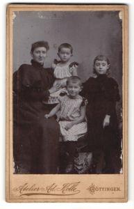 Fotografie Atelier Ad. Kolle, Göttingen, Portrait Mutter mit drei Kindern