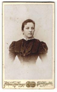 Fotografie Alfred Hirrlinger, Stuttgart, Portrait junge Dame mit zusammengebundenem Haar