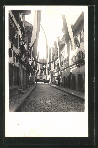 Foto-AK Zug, Strassenpartie mit Gebäudeansicht