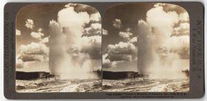 Stereo-Fotografie American Stereoscopic Co., Ansicht Yellowstone Nat. Park, Old Faithful Geysir