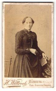 Fotografie H. Wittrock, Hamburg-St. Pauli, Portrait Dame mit traditioneller Frisur