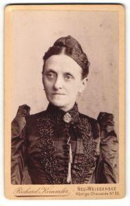 Fotografie Richard Kemmler, Berlin-Weissensee, Portrait Dame in festlicher Kleidung