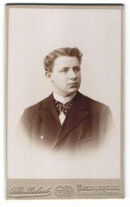 Fotografie Otto Liebert, Holzminden, Portrait junger Herr mit Seitenscheitel