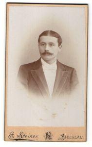 Fotografie E. Steiner, Breslau, Portrait Herr mit Mittelscheitel in Abendgarderobe