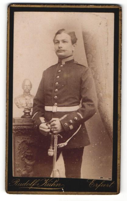Fotografie Rudolf Kühn, Erfurt, Portrait Sergeant in Uniform