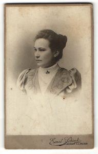 Fotografie Emil Schink, Essen a/d Ruhr, Profilportrait junge Dame mit Haarknoten