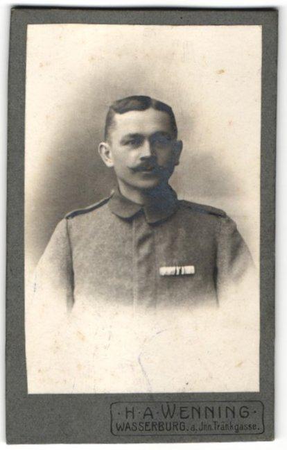 Fotografie H. A. Wenning, Wasserburg a. Inn, Portrait Soldat mit Ordenspange